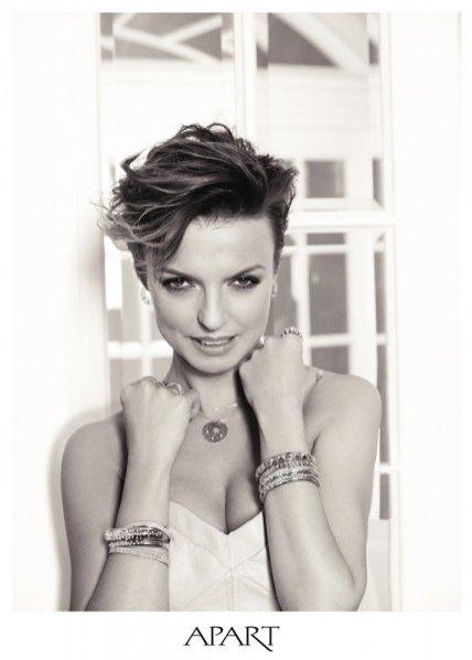 1. Kasia Sokołowska w sesji zdjęciowej dla marki Apart