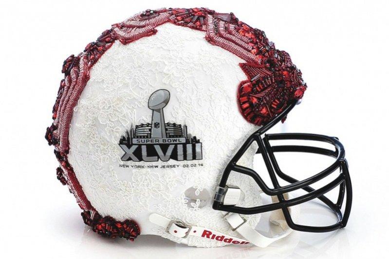 Kaski od projektantów z okazji Super Bowl - Badgley Mischka