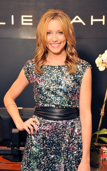 Katie Cassidy w sukience projektu Elie Tahari