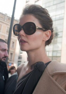 "MAXMARA UHONORUJE KATIE HOLMES NAGRODĄ ""FACE OF THE FUTURE"""
