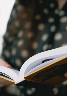 """Książka """"Czuła przewodniczka"""" – intelektualne lekarstwo dla każdej z nas"""