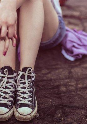 Jak wybrać damskie sneakersy na lato?