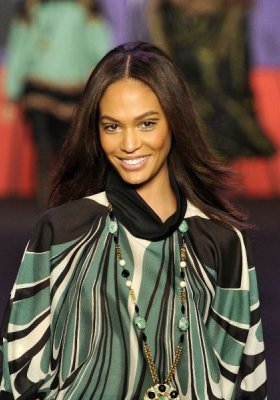 ZOOM NA MODELKĘ – JOAN SMALLS
