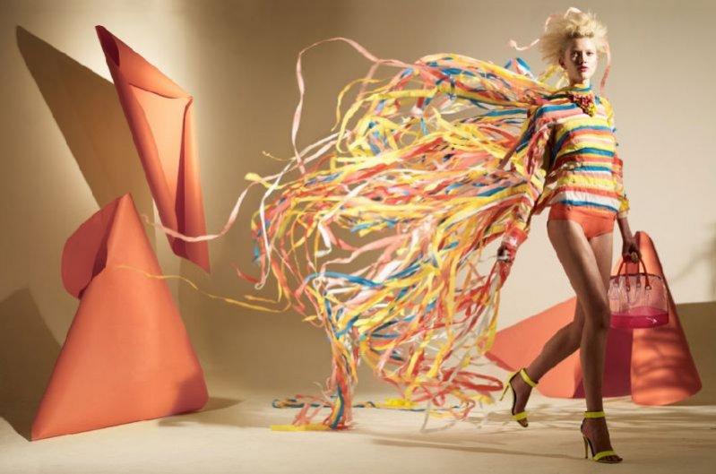 Papierowe sukienki w Madame magazine