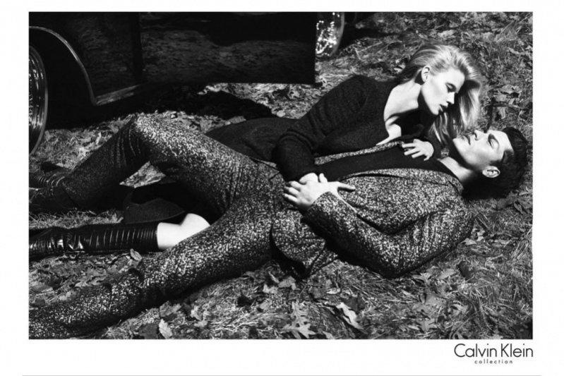 Lara Stone w kampanii Calvina Kleina
