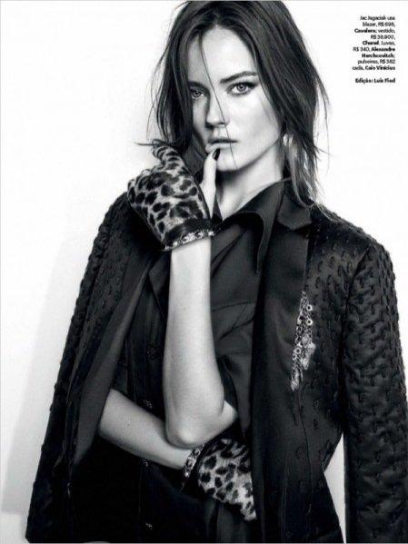 1. Monika Jac Jagaciak w sesji dla majowego Vogue Brazil
