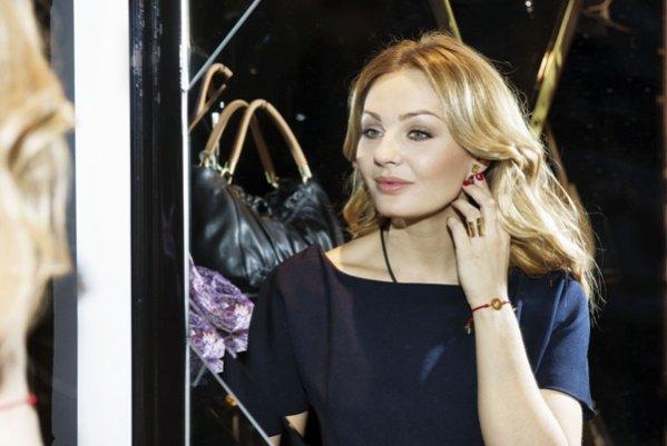 Małgorzata Socha - ambasadorka marki TOUS w bransolecie z kolekcji (TOUS)RED