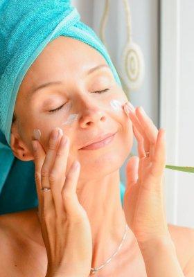 Jak wybrać najlepszy krem koloryzujący i poprawiający wygląd skóry