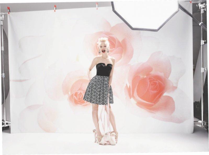 1. Monika Jac Jagaciak i Ginta Lapina w majowym katalogu Neiman Marcus