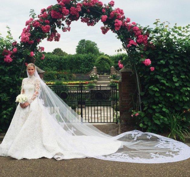 1. Nicky Hilton w sukni ślubnej Valentino