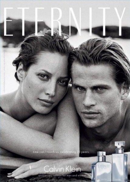 """Kampania zapachu """"Eternity"""" Calvina Kleina ze zdjęciem  Christy Turlington z 1995 roku"""