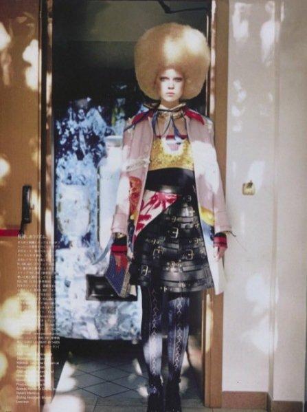 "1. Ola Rudnicka w edytorialu ""Birds of a different feather"" dla Vogue Japan April 2014"