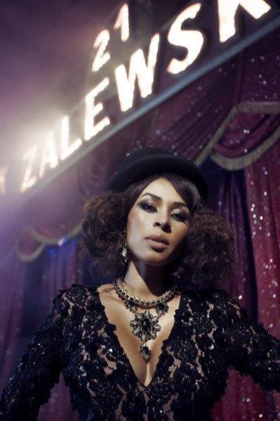 Omenaa Mensah w roli modelki - niezwykła sesja zdjęciowa marki Chaos by Marta Boliglova
