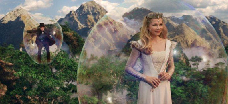 """najnowsza produkcja Disney'a """"Oz Wielki i Potężny"""" - Michelle Williams w sukni z kryształkami Swarovskiego"""