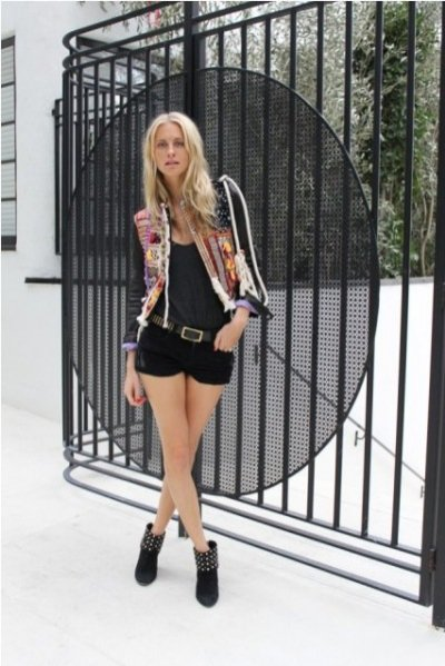 "Poppy Delevingne w cyklu ""Today I'm wearing"" dla Vogue UK"