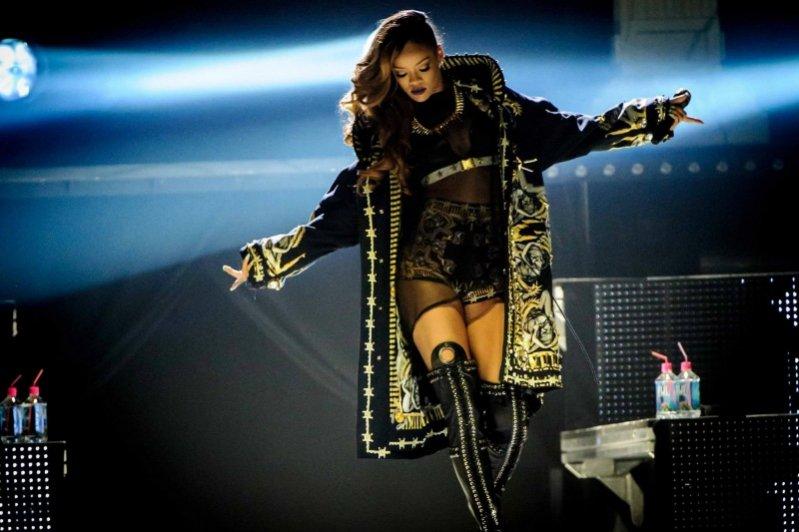Rihanna w projektach Givenchy podczas trasy koncertowej Diamonds World Tour