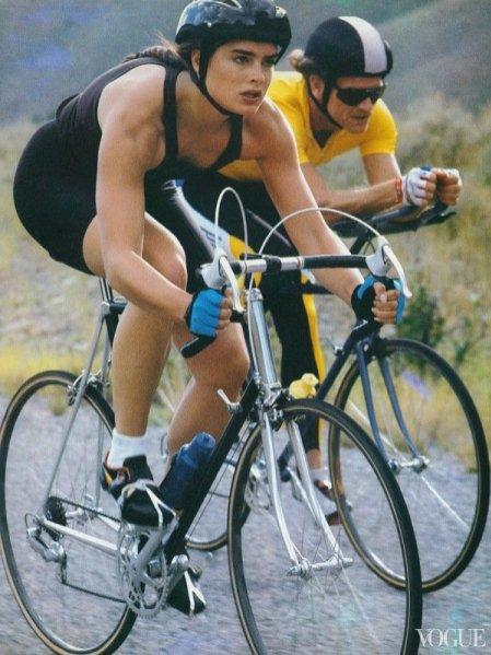 rowery w Vogue US - inspirujące zdjęcia z archiwum grudzień 1987 rok