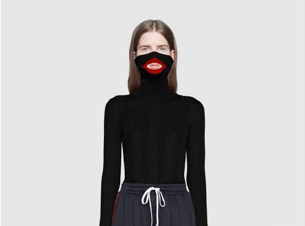 Gucci - sweter z otworem na usta wycofany z kolekcji