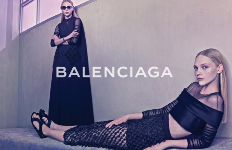 1. Sasha Pivovarova w kampanii domu mody Balenciaga wiosna lato 2015