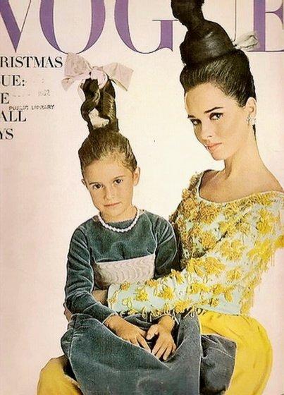 Sandra Peterson w sukience YSL, Vogue grudzień 1962