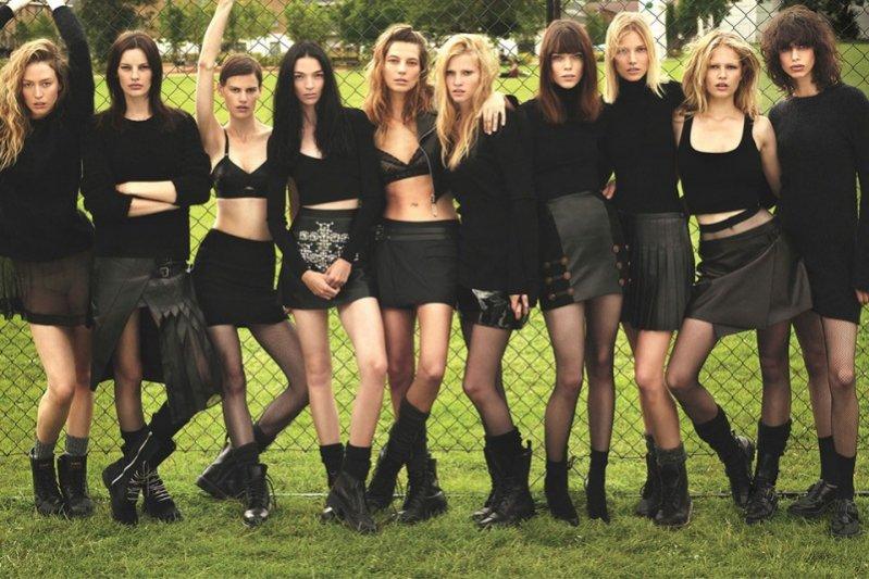 "1. ""Super Normal Super Models"" - sesja we wrześniowym W Magazine"