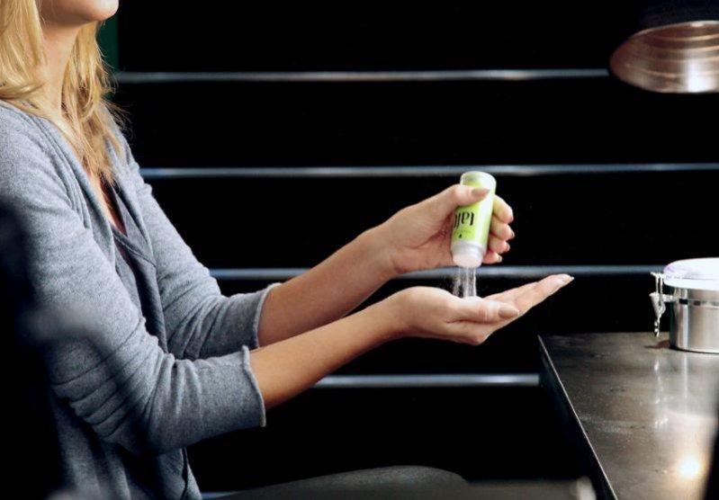 Heidi Klum reklamuje nowy kosmetyk do włosów marki Taft