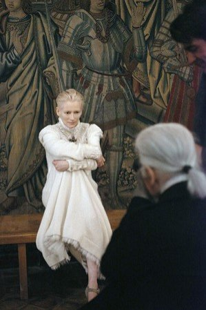 Tilda Swinton w kampanii Chanel pre fall 2013 - backstage