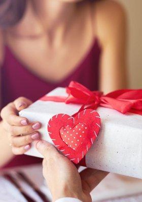 Prezenty dla niej - odkryj propozycje na każdą okazję