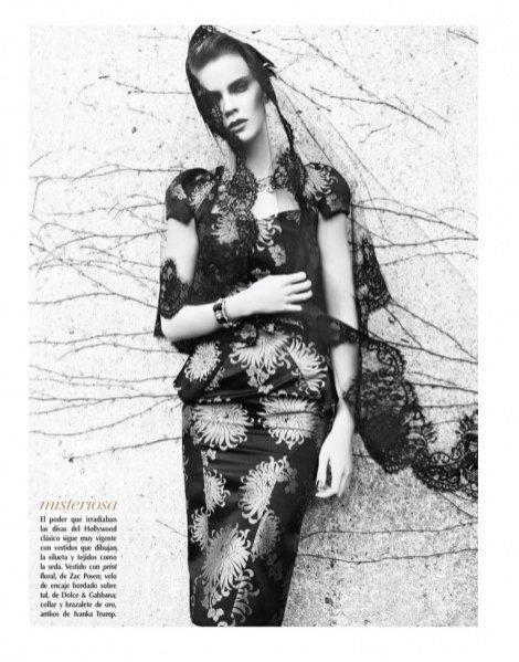 Kasia Knioła w sesji dla styczniowego Vogue Latin America