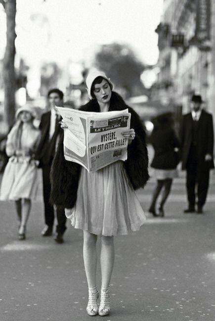Spódnica przed kolano w latach 20.