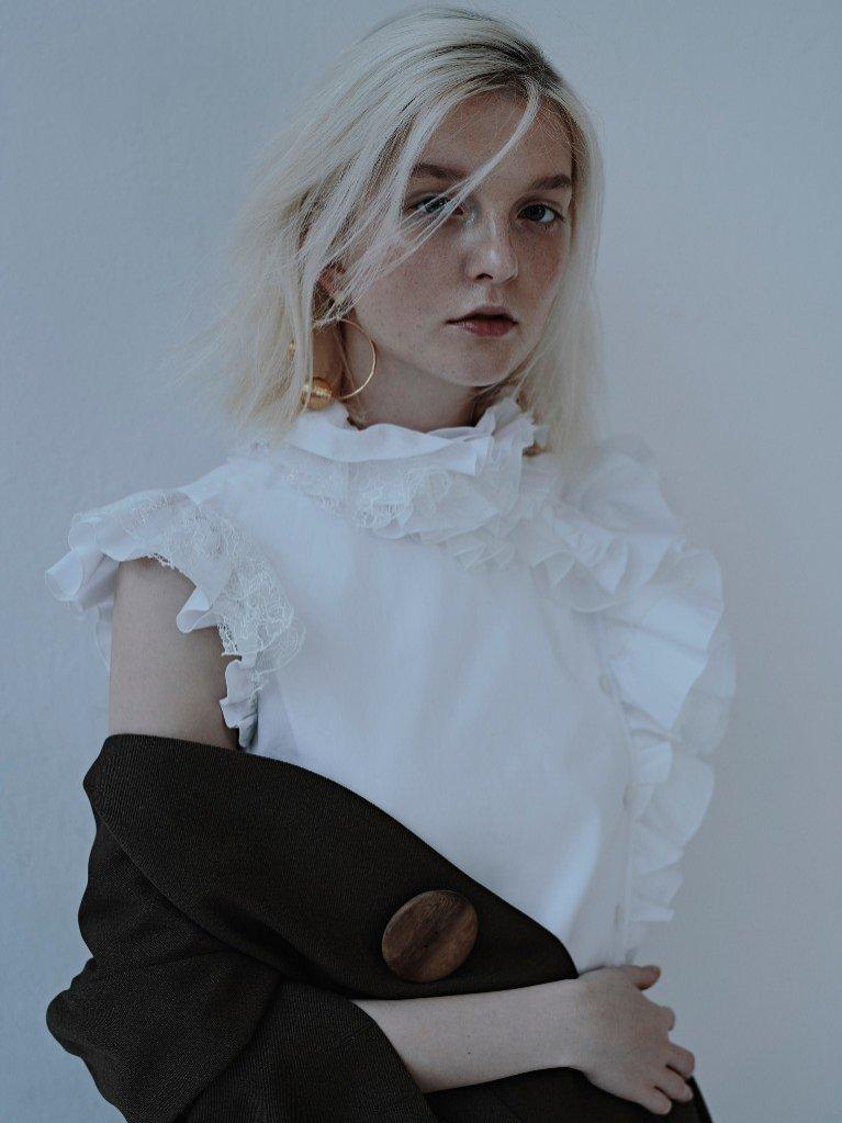 1. Weronika Kulas w L`Officiel Australia 2018