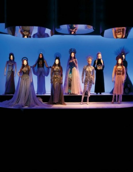 """1. Wystawa """"The Fashion World of Jean Paul Gaultier: From The Sidewalk to the Catwalk"""""""