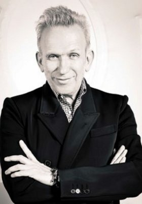"WYSTAWA ""THE FASHION WORLD OF JEAN PAUL GAULTIER: FROM THE SIDEWALK TO THE CATWALK"""