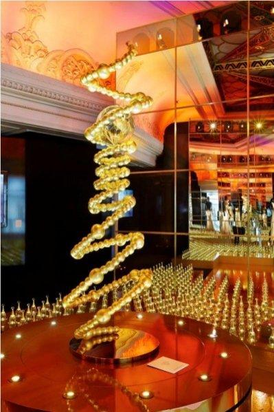 """wystawa """"So Dior"""" w londyńskim domu handlowym Harrods"""
