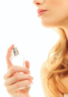 Perfumy a etykieta [felieton Ireny Kamińskiej-Radomskiej]
