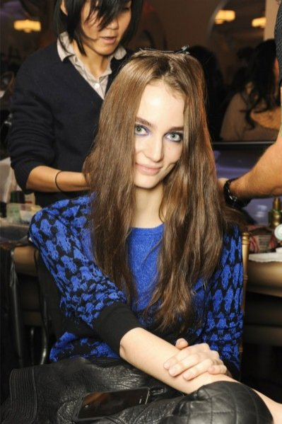 Zuzanna Bijoch na backstage'u Mercedes-Benz New York Fashion Week