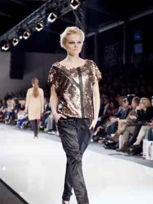FASHION WEEK POLAND KWIECIEŃ 2012 - POKAZ KOLEKCJI MICHAŁA SZULCA - MIĘDZY DRZEWAMI
