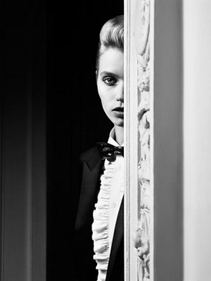 "ABBEY LEE KERSHAW W KAMPANII SAINT LAURENT ""LE SMOKING"""