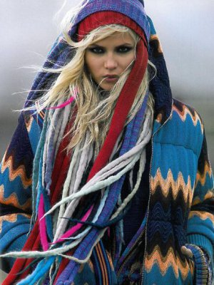 TOP MODELKA NATASHA POLY W SESJI DLA VOGUE PARIS