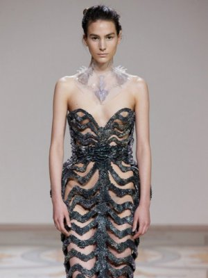 IRIS VAN HERPEN HAUTE COUTURE W 3D NA PARIS FASHION WEEK