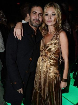 KATE MOSS W 2 KREACJACH MARC JACOBS NA PROMOCJI THE KATE MOSS BOOK