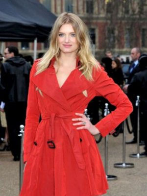 LONDON FASHION WEEK – GWIAZDY NA POKAZIE BURBERRY