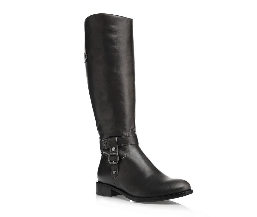46f9f601b1493 Na wybiegach największych projektantów można było zobaczyć m.in. zamszowe  buty z zaokrąglonymi noskami, które nadają im szyku i subtelności. Obuwie w  takim ...