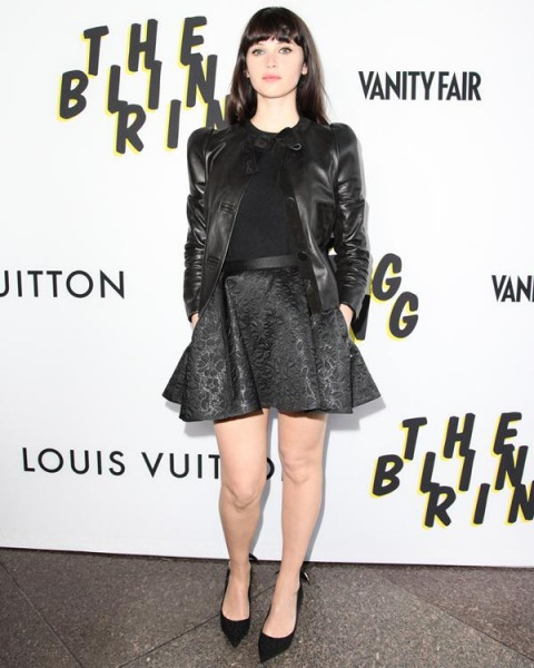 Felicity Jones w kreacji Louis Vuitton podczas premiery The Bling Ring