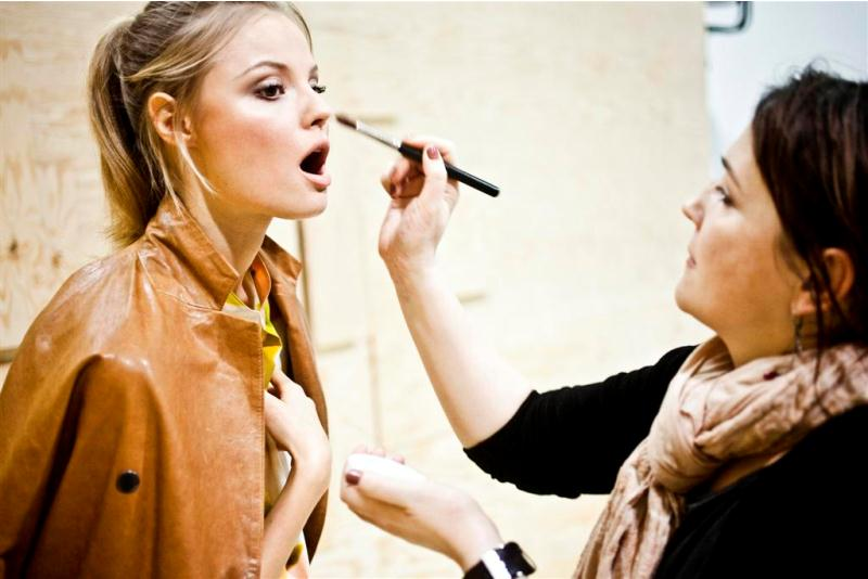 tl_files/moda polska/kolekcje/BACKSTAGE SIMPLE SS 2011/backstge _2_.jpg