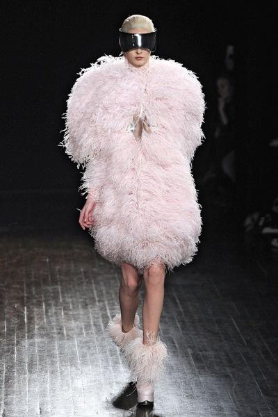 Pokaz kolekcji Alexander McQueen jesień zima 2012/13